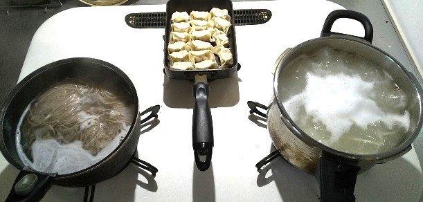 家族分のお昼ご飯を作る