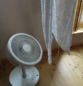 扇風機を当てる室内干し