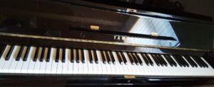 ほこりがたまったピアノ